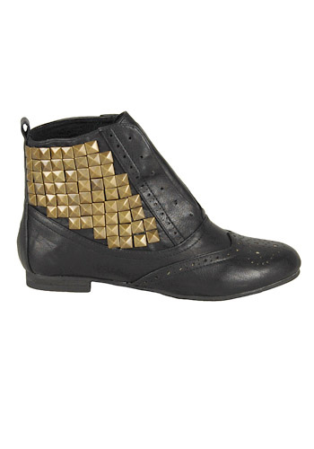 shesabritboots_1